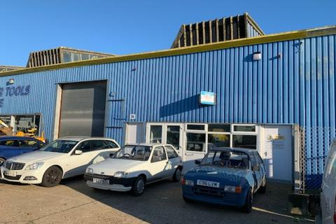Industrial unit to rent - Newport Road, Lake