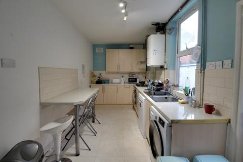 4 bedroom terraced house to rent - Lavender Road, Leicester