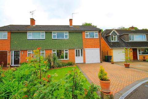 4 bedroom semi-detached house to rent - Sheridan Road, Frimley