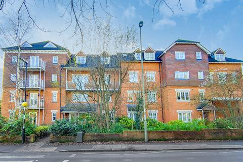 2 bedroom flat to rent - Abingdon Court, 9 Heathside Road