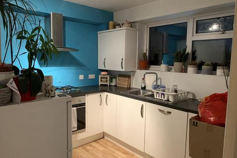 2 bedroom flat to rent - Grand Drive, Raynes Park, London, SW20 9NQ