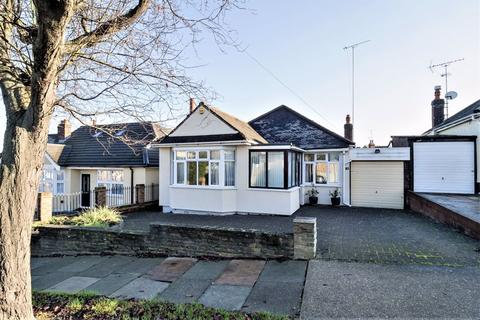 3 bedroom detached bungalow for sale - Mashiters Hill, Rise Park, Romford