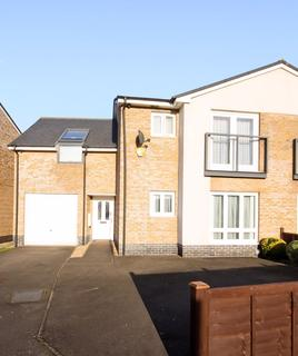 4 bedroom semi-detached house for sale - Arcon Drive, Northolt