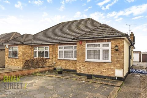 2 bedroom bungalow for sale - Prospect Road, Hornchurch, RM11
