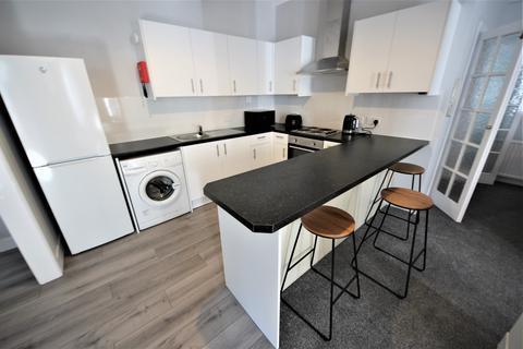 4 bedroom flat to rent - Wimborne Road, Winton Banks, Bournemouth