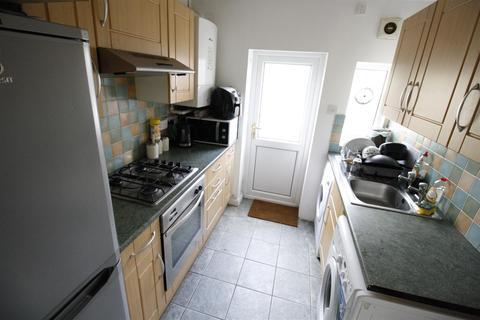 4 bedroom property to rent - Hirwain Street, Cardiff