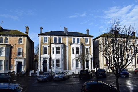Studio to rent - Selbourne Road, Hove, BN3 3AL