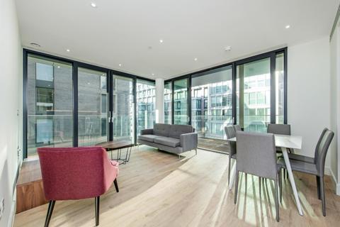 3 bedroom flat to rent - Piazza Walk London E1