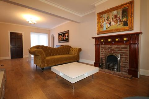 6 bedroom semi-detached house to rent - North Street, Hornchurch, Essex, RM11