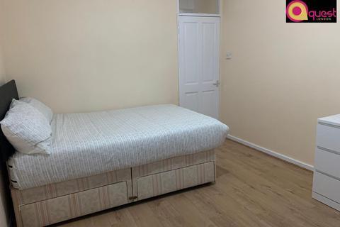 1 bedroom flat share to rent - Lister House, Lomas Street, London E1