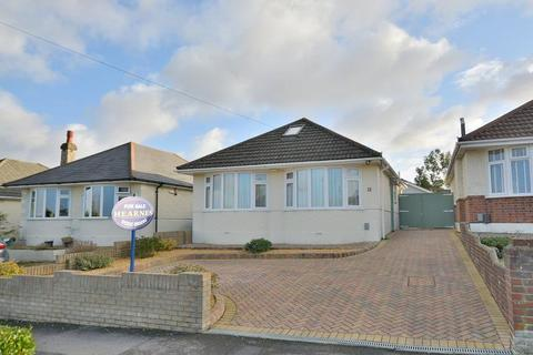 2 bedroom detached bungalow for sale - Daws Avenue, Bournemouth, Dorset, BH11 8SD