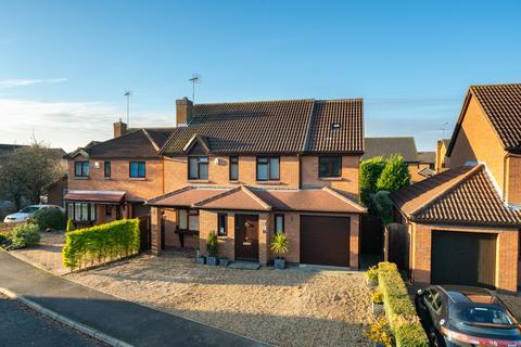 4 bedroom detached house for sale - Cooks Meadow, Edlesborough, Dunstable LU6