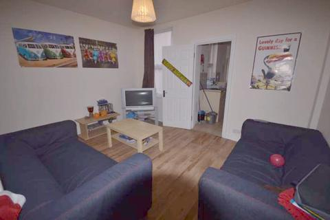 7 bedroom terraced house to rent - Grange Avenue, Reading RG6