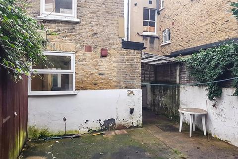 Studio to rent - 13 Craster Road,