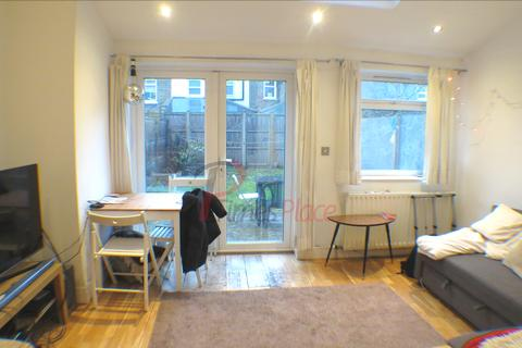 5 bedroom terraced house to rent - Burmester Road SW17