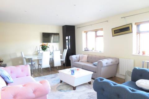 2 bedroom maisonette to rent - Brimsdown Avenue, En3