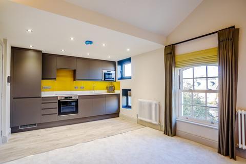 Studio to rent - 3-5 Queen Street, Cirencester GL7