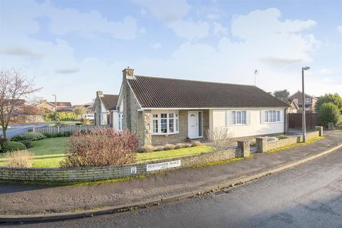 3 bedroom detached bungalow for sale - Portisham Place, Strensall, York, YO32 5AZ