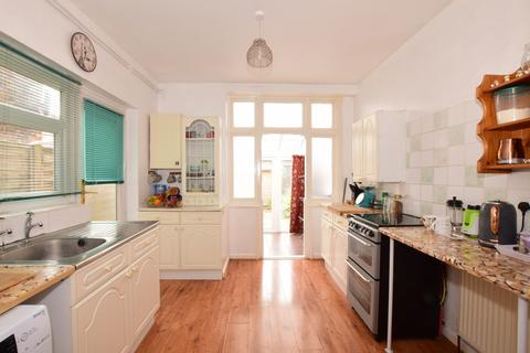 3 bedroom terraced house to rent - Ringwood Road Southsea PO4