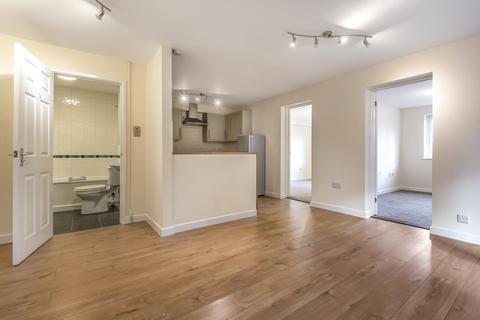 2 bedroom flat for sale - Lovatt Close, Carterton, Oxfordshire OX18 1FA, UK