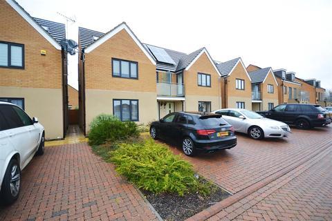 4 bedroom semi-detached house for sale - Sunliner Way, South Ockendon