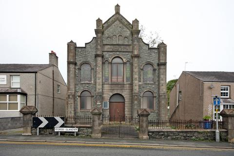 Property for sale - Ffordd Glyndwr, Llangefni, North Wales