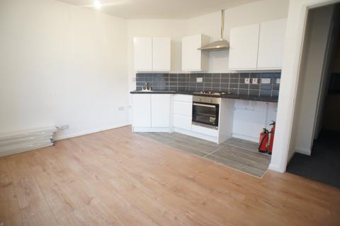 2 bedroom flat to rent - The Green, Chingford ,