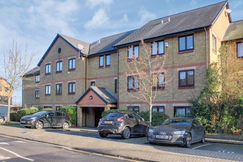 2 bedroom apartment for sale - Riverside Close, London