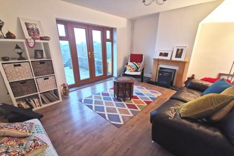 3 bedroom semi-detached house to rent - Pantycelyn Road, Townhill