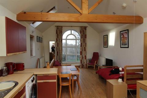 Studio to rent - Highfield Road, Lymm