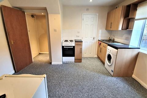 Studio to rent - Luton, LU1
