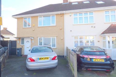 3 bedroom semi-detached house for sale - St Leonards Gardens, Heston, TW5