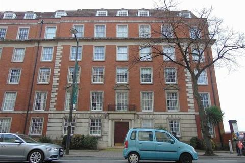 3 bedroom apartment for sale - Raglan House, City Centre, Cardiff