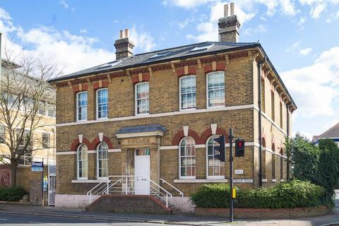 2 bedroom flat for sale - London Road, Staines-Upon-Thames, TW18