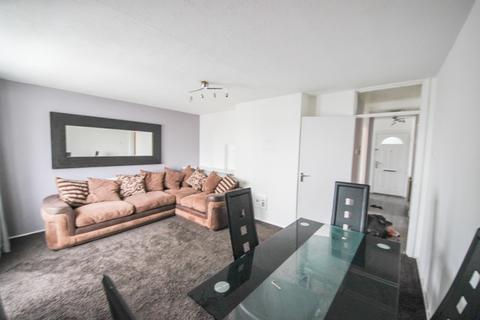 2 bedroom flat to rent - Brading Crescent, Wanstead, E11