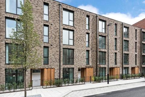 3 bedroom end of terrace house - Starboard Way, Royal Wharf, London, E16