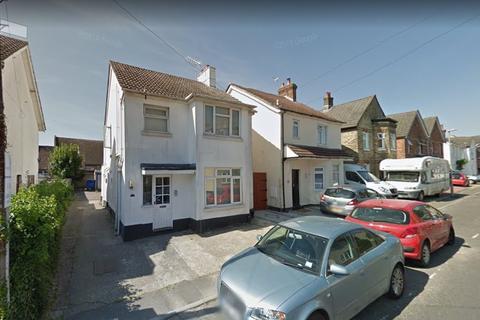 Studio to rent - Gladstone Road, Parkstone