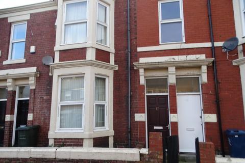 3 bedroom flat to rent - Ada Street, Walker