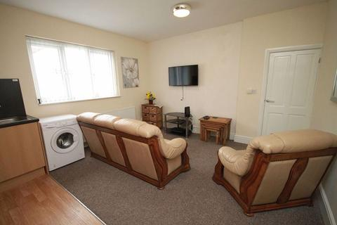 2 bedroom flat to rent - THRUNSCOE ROAD, CLEETHORPES