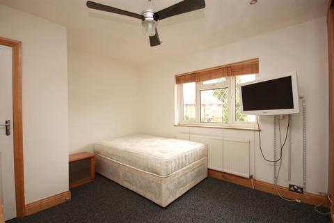 1 bedroom flat share to rent - Long Drive, East Acton, London, W3 7PP