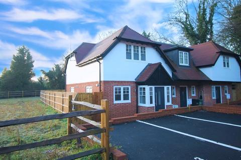 2 bedroom terraced house for sale - Kingswood