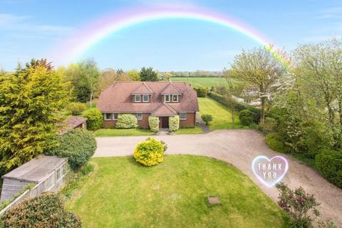 4 bedroom detached house for sale - Weston Turville - in 0.75 acre
