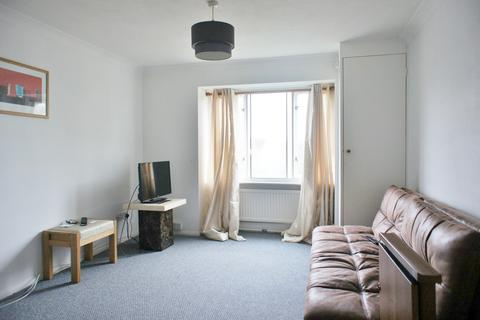 1 bedroom property - Maynard Court, Rosefield Road, Staines, TW18 4QD