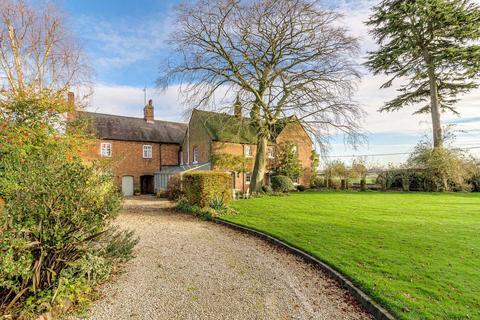 6 bedroom farm house for sale - Newton Regis, Staffordshire