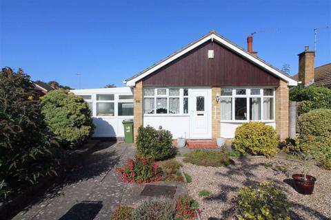 2 bedroom detached bungalow for sale - Lowland Avenue, Leicester Forest East