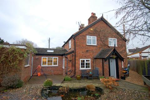 2 bedroom semi-detached house for sale - Crewe Road, Shavington