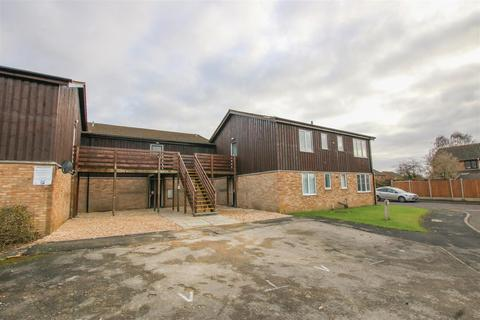 1 bedroom flat for sale - Chequers Court, Aylesbury