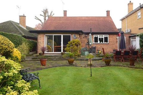 3 bedroom detached bungalow for sale - Tomswood Road, Chigwell, Essex