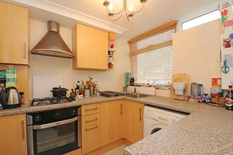 2 bedroom maisonette to rent - Woking, Surrey, GU22