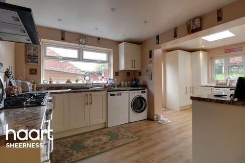 2 bedroom bungalow for sale - Admirals Walk, Halfway
